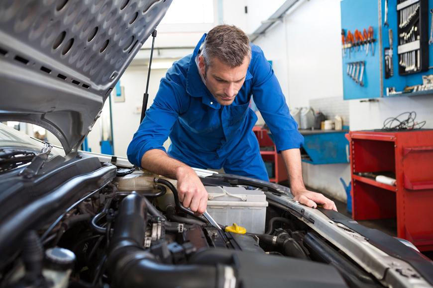 arreglando motor Dyrveco